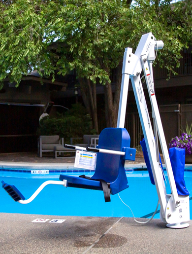 mighty 400 lift, sitting at the edge of pool with no user.